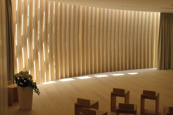 Ein Spiel Mit Dem Licht: Die Sonneneinstrahlung Schafft Eine Besondere  Atmosphäre Im Raum. Foto: Stiftung Liebenau